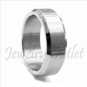 Stainless Steel Comfort Fit Band.